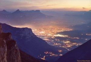 grenoble-by-night